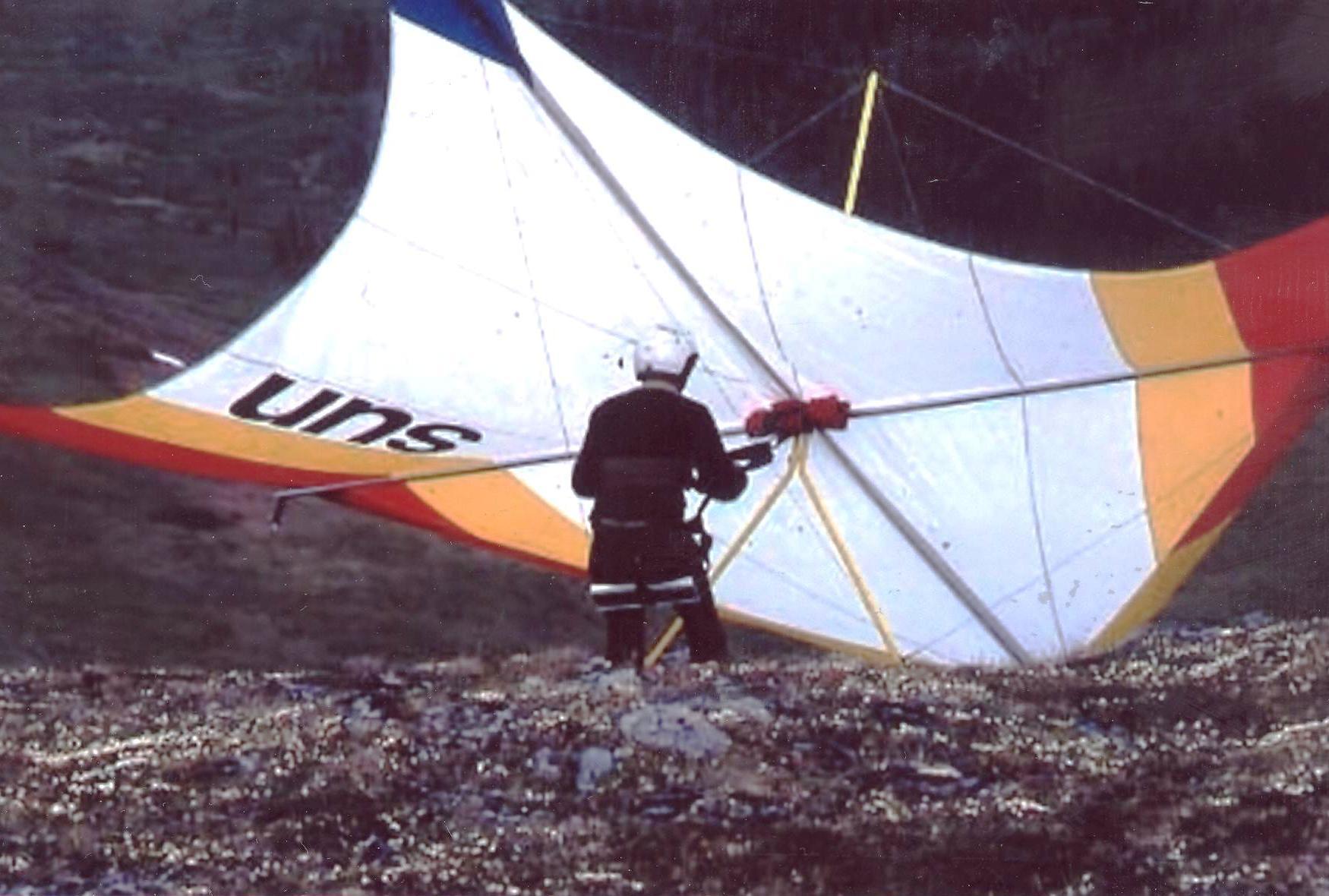bill-sheka-june-1977-ridge-behind-eagle-summit-alaska-preparing-for-over-one-hour-soaring-flight-sun3-swallowtail