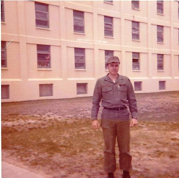 sp-4-bill-sheka-betwee-the-infamous-hhc-barracks-and-the-atc-barrecks-the-army-sm1-a-portablebill-sheka-standing-between-the-infamous-hhc-barracks-and-the-army-sm1a-portable-nuclear-reacort